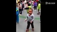 小孩唱歌又跳舞的,萌娃广场舞