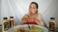 【英语吃播】加拿大版的麦当劳~【Veronica Wang】