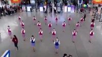 空姐机场热舞,平静的机场突然沸腾起来了,太美了