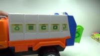 婴儿和垃圾车玩具为孩子们制作的视频