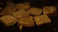 十元一份铁板煎臭豆腐, 老板生意都火了, 来看看详细制作过程