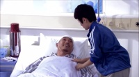 小伙为救女孩被撞进医院,不仅意外帮助抓到犯罪团伙,还收获爱情