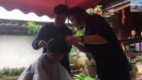 徒步去拉萨, 女驴友强烈要求剪男人发型, 厉害了! 女汉子