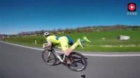 实拍自行车赛场上 一位落后选手突放大招技惊四座