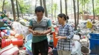 农村夫妻靠回收废品月入3万,生活会越来越好吗?