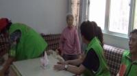 息烽新华社区志愿服务者看望空巢困难老人郑兴珍