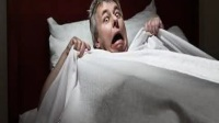 恐怖小故事:他犯下不可饶恕的罪行,最终死在母亲的刀下