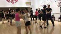 南京新辉艺术培训中心成人拉丁舞零起点班在练习恰恰舞