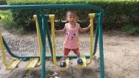 宝宝运动会 宝宝在小区公园晨练锻炼身体 2岁不到宝宝自己玩跑步器材