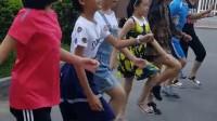 小朋友们才学了一天就学成了跑步的基本步骤, 好厉害