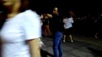 南马村王小三交谊舞快四!2017年7月22日,石家庄市东胜文化广场。王先生47岁的故事。