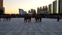 尚志市财政小区健身队2017年广场舞比赛节目:当兵就是这么帅。