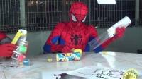 蜘蛛侠和钢铁侠,出现在粉红小猪妹的漫画中,可爱的小黄人