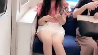 体验日本的电车文化, 对面有个早稻田女大学生, 要不要上去搭讪!