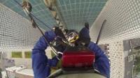 头戴式摄像机第一视角纪录空调工人室外高空作业