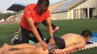 于文仲教练亲自解说并示范中长跑训练后全身按摩放松技术-第二段