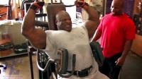 罗尼科尔曼250磅哑铃肩膀训练1080高清
