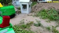 城市文明行为大作战 挖掘机玩具和垃圾车工作视频