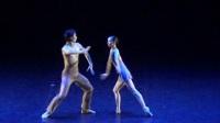现代芭蕾舞《线》。表演者:方阿芳,张海东。