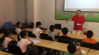 中国书法之乡巴马长寿村暑期硬笔书法班结业仪式主持人刘文祥介绍到会领导及陈复博教授结业总结视频
