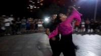 2017年8月24日沈阳奇艺舞蹈团陈广巨团长娇娇夫妻在鞍山永乐公园新潮舞北风吹激情表演之二