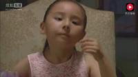 巴啦啦小魔仙: 美琪让表妹直接用手抓饭吃, 表妹竟然真的照做了