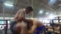 泰拳怪物播求日常训练,与武僧一龙比如何