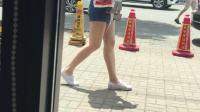 真实街拍热裤帆布鞋美女