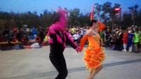 2017年9月3日沈阳刘丰田、王桂芬在丁香湖公园表演恰恰舞