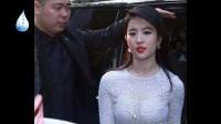 """刘亦菲出席活动,白纱透视上衣,还是包不住你的""""事业线"""""""