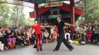 水上公园精彩慢四(布鲁斯),女士为天津市华夏未来俱乐部的舞蹈教师王娟