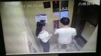 成都东原亲亲里小区8栋一男子疑似与同行女子争吵恼羞成怒暴力脚踢电梯门,视频在小区微信群众已造成恶劣影响,有关部门已介入调查