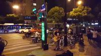 杭州街头你的背包