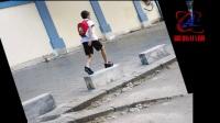 七岁女孩放学路上遇勒索,而小女孩的反应让所有人为她点赞!