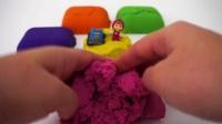 我爱彩色的动力砂玩具,里面还有可爱的小红帽,漂亮的小汽车