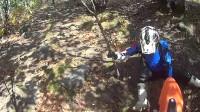 KTM200EXC和白板机穿山溜达