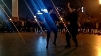 天津小毅老师和沈阳小美女在和平广场表演吉特巴