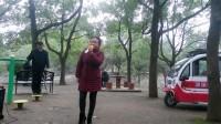 都来福上传美女阳光明媚昨天在德昌公园,演唱了花鼓戏片段!