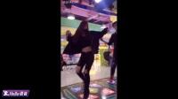 每个街机房总有美女在跳舞机上霸气表演