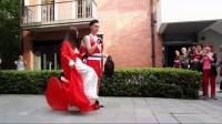 小西呱呱,武汉街头与男同事斗钢管舞,居然输给男同事了