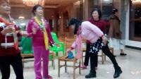 美女唐燕曾德明妹妹合唱望星空。香香汤妹等佯舞!