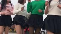 四个美女跳广场舞 看的我脸都红了 注意看绿色衣服的有亮点