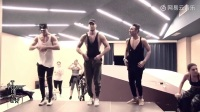 肌肉帅哥热舞紧身裤版《Despacito》,男人骚起来,画面太美好!