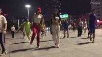 深圳性感美女广场舞 带红帽的跳得如何