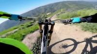 海陆空 - #GoPro HERO 运动相机 精彩视频-Aaron Gwin Rides Top of the World