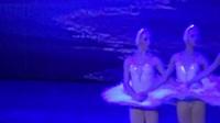 """芭蕾舞剧《天鹅湖》之""""四小天鹅舞""""。"""