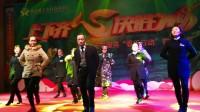 咸丰农商行员工表演《兔子舞》