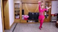 点击观看《温州燕子广场舞《我被青春撞了一下腰》附背面分解 广场舞教学视频》