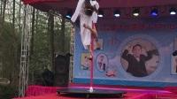露天舞台钢管舞表演