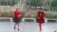 知足常乐舞蹈队小凤,何素霞演示原创双人恰恰舞《傻傻的等傻傻的爱》